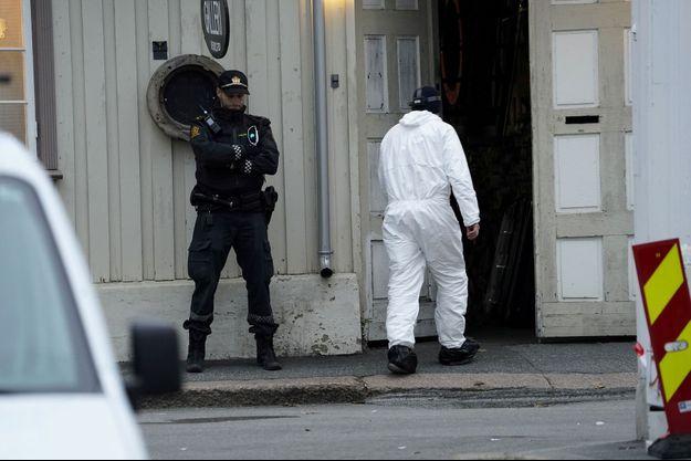Les enquêteurs à Kongsberg, en Norvège, au lendemain de l'attaque.