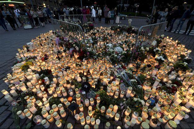 Les Finlandais ont respecté une minute de silence samedi.