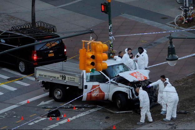 La police scientifique est sur le lieu de la tragédie à New York.