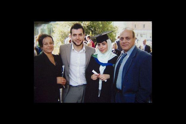 Taymour Abdulwahab avec son épouse et les parents de celle-ci, en 2005.