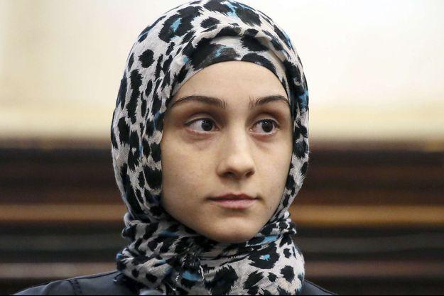 Ailina Tsarnaeva, la soeur des deux hommes soupçonnés d'avoir fomenté les attentats de Boston, photographiée en octobre 2013 durant une audience au tribunal de Boston.