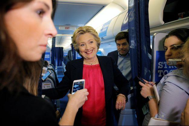 Hillary Clinton dans son avion de campagne.