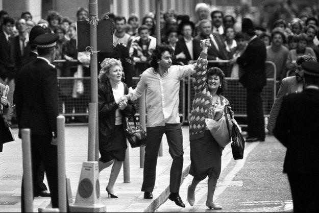 Gerry Conlon, à Belfast, le jour de sa libération après 15 ans de prison.