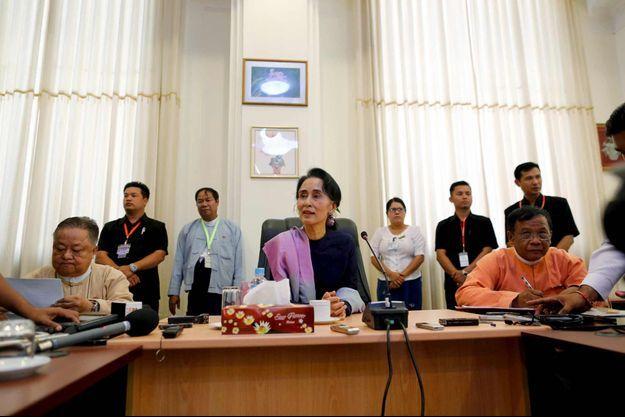 Aung San Suu Kyi lors d'une rencontre avec des journalistes au Parlement le 3 février.