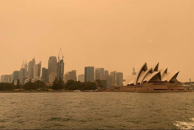 Le ciel de Sydney, enfumé par un nouvel incendie.