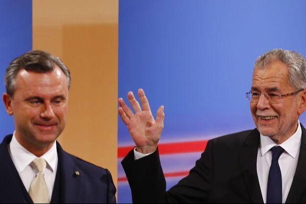 Norbert Hofer du parti d'extrême droite FPÖ et l'écologiste Alexander Van der Bellen, victorieux à l'élection présidentielle autrichienne (à dr.)