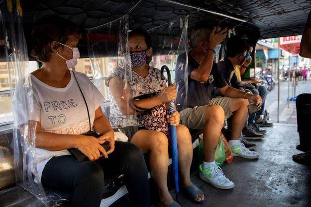 Dans un bus d'Angono, aux Philippines, le 3 juin 2020.
