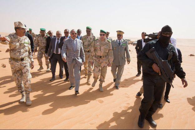 Le président Mohamed Ould Abdel Aziz dans le désert mauritanien.