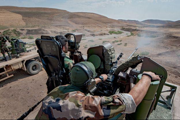 Dans cette vallée désertique, les peshmergas tirent sur des cibles placées à 1 200, 1 400 ou 1 500 mètres. Le but est d'apprendre à changer rapidement de distance de tir en fonction de la mobilité des objectifs.