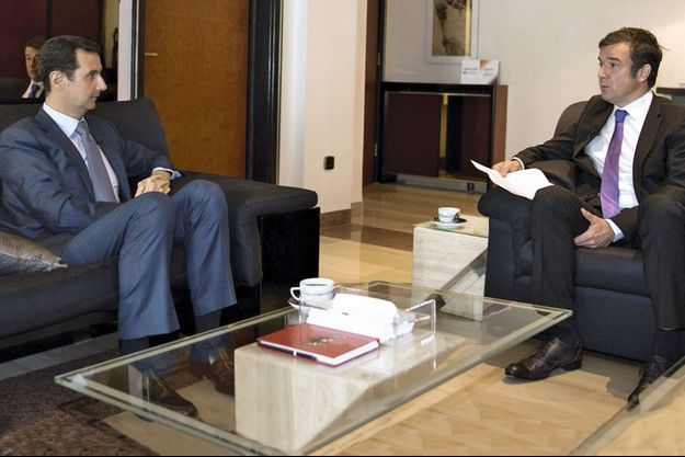 En 2014, au palais présidentiel de Damas. Bachar El-Assad et Régis Le Sommier, directeur adjoint de la rédaction de Paris Match.