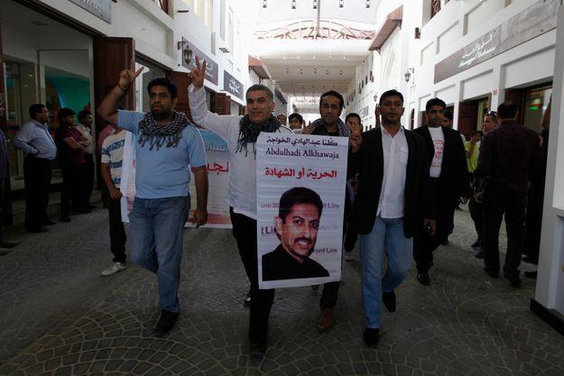 Nabeel Rajab, un autre opposant célèbre au Bahreïn, manifestant son soutient à Abdulhadi al-Khawaja en avril dernier à Manama.