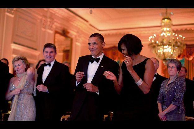 Le couple présidentiel danse au Bal des gouverneurs, le 21 février dernier, une des soirées mondaines les plus prisées de la Maison-Blanche. Pour Michelle, ce n'est pas que de la détente, c'est aussi de la communication.