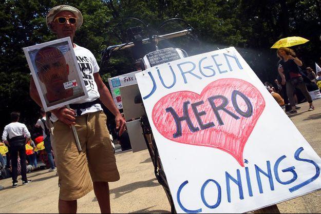Jürgen Conings était devenu un héros aux yeux des complotistes.