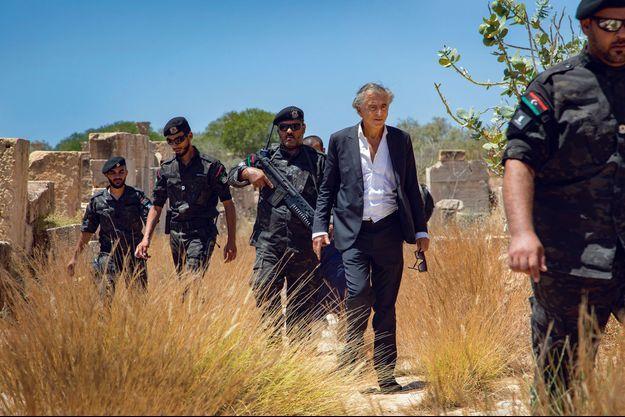 Sur le site romain de Leptis Magna, escorté par les forces spéciales envoyées par le ministre de l'Intérieur, Fathi Bashagha, le 25 juillet.