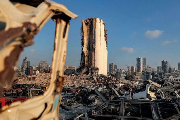 Le 14 juillet, dans le port d'où est partie la déflagration, les restes d'un silo à blé.