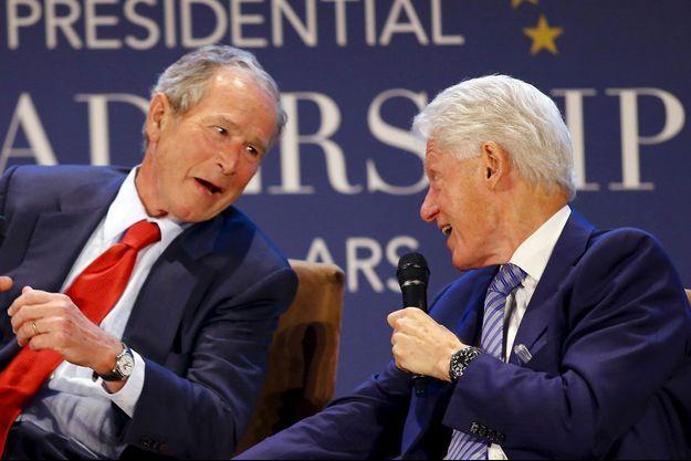 Bill Clinton et George Bush le 9 juillet pour l'inauguration du Presidential Leadership Scholars program, à Dallas.