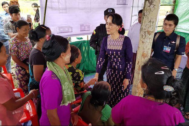 Aung San Suu-Kyi a pu parler à des villageois des provinces de Maungdaw et Buthidaung.