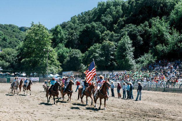 Femmes, enfants, ouvriers agricoles, les participants du « black rodeo » revendiquent leur appartenance à la bannière étoilée.