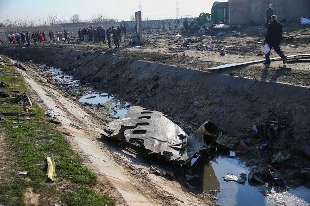 Les débris de l'appareil, sur les lieux du crash.