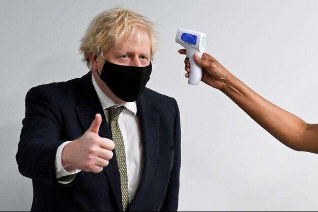 Boris Johnson au Chase Farm Hospital de Londres, le 4 janvier 2021.