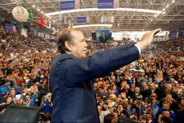 Abdelaziz Bouteflika lors d'un meeting, en avril 2004.
