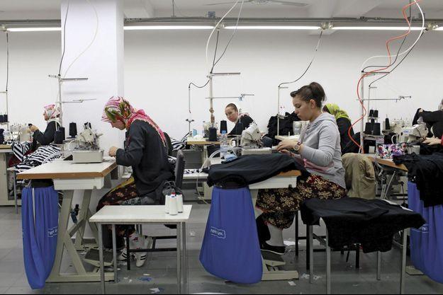 Une centaine d'ouvrières travaillent ici pour un salaire moyen de 150 euros.
