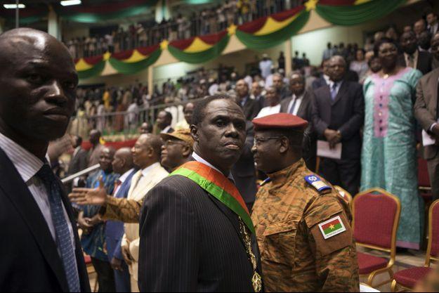 Michel Kafando, le président par intérim du Burkina Faso, est retenu au Palais présidentiel de Ouagadougou.