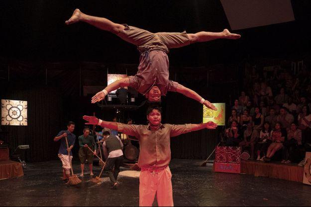 Cirque, danse, théâtre, design… Chacun choisit selon ses envies et se laisse rêver à un autre avenir que celui auquel il est promis dans les champs