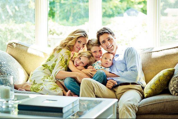 Dans leur maison d'Ottawa. Sophie et Justin Trudeau entourent leurs enfants (de g. à dr.) : Ella-Grace, née en 2009, Xavier, né en 2007, et Hadrien, né en 2014.