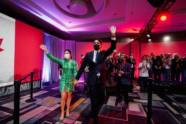 Justin Trudeau et sa femme Sophie Grégoire célèbrent la victoire.