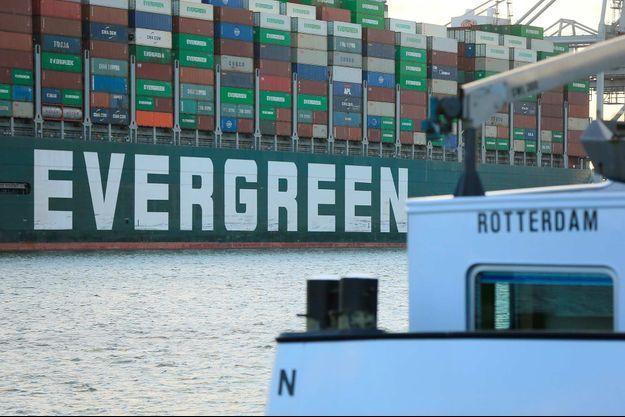 Le porte-conteneurs Ever Given est arrivé à Rotterdam, le 29 juillet 2021.