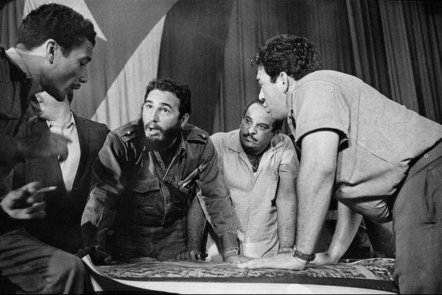 """Fidel Castro et son état-major après l'épisode de la """"Baie des cochons"""" en avril 1961."""