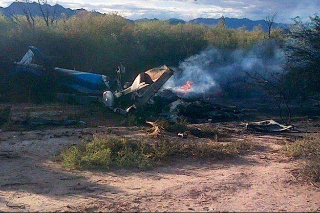 """L'un des hélicoptères de l'équipe de """"Dropped"""" en flammes après son crash."""