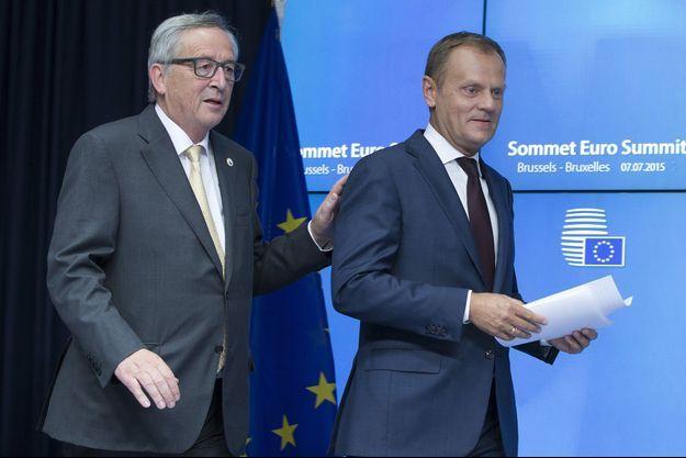 Donald Tusk et Jean-Claude Juncker lors du sommet européen de Bruxelles, lundi soir.