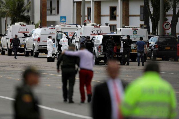 Les secours et la police sur les lieux de l'explosion, à Bogota.