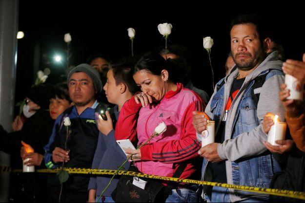 Des hommages en Colombie après l'attentat qui a fait au moins 21 morts.