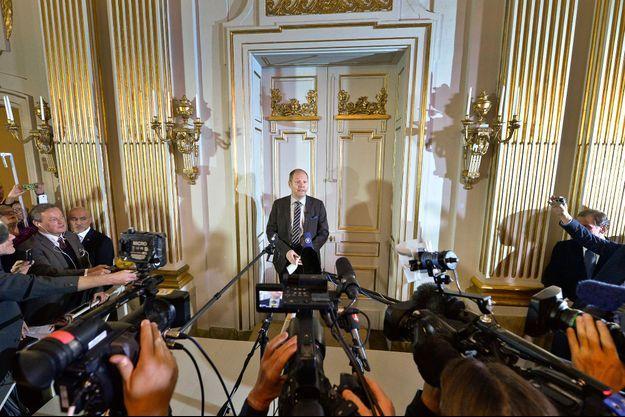 L'annonce du Prix Nobel, devant les caméras, à la fameuse porte de l'Académie Suèdoise.