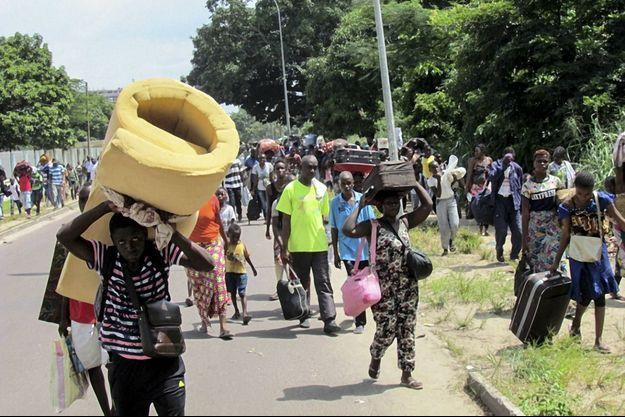 Le 4 avril 2016, dans le Sud de Brazzaville, les habitants fuient la capitale du Congo-Brazzaville.
