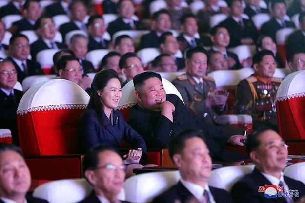 Ri Sol Ju a accompagné son mari à un concert qui commémorait la naissance du père et prédécesseur de ce dernier, Kim Jong Il.