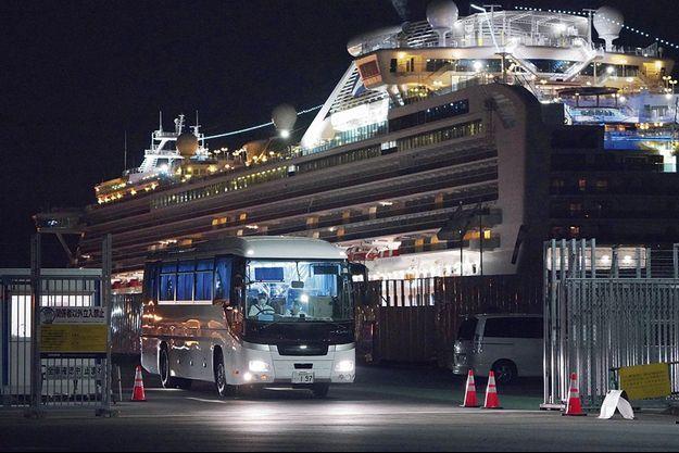 Le Diamond Princess amarré à Yokohama, le 1er mars.
