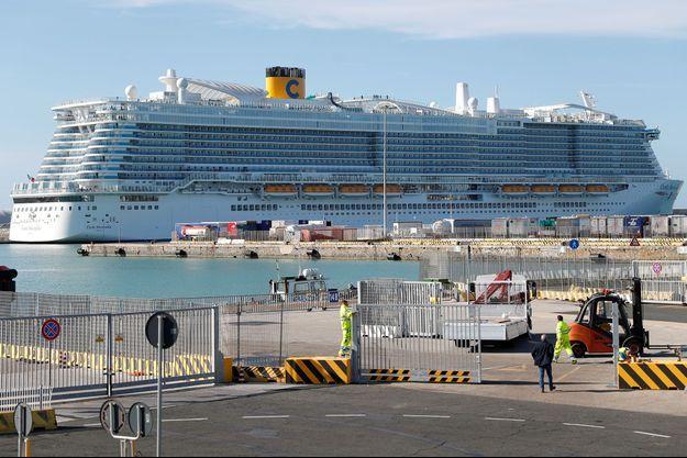 Le bateau bloquée à à Civitavecchia jeudi.