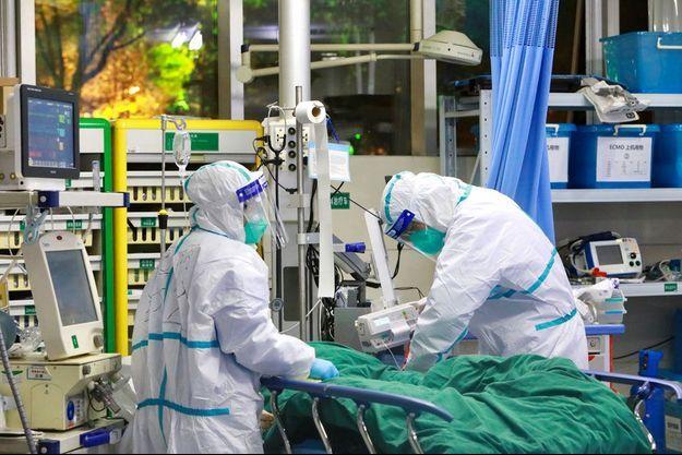 Les médecins à l'hôpital de Wuhan, épicentre de l'épidémie.