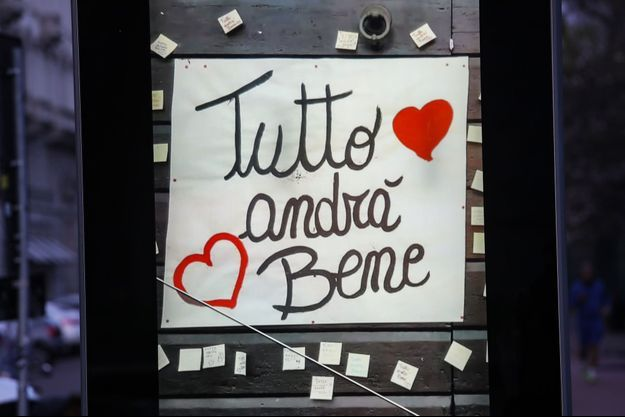 """La devise """"Tout ira bien"""", ici sur un écran à Milan."""