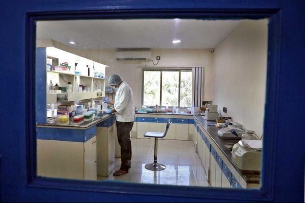 Un scientifique dans un laboratoire en Inde (image d'illustration).