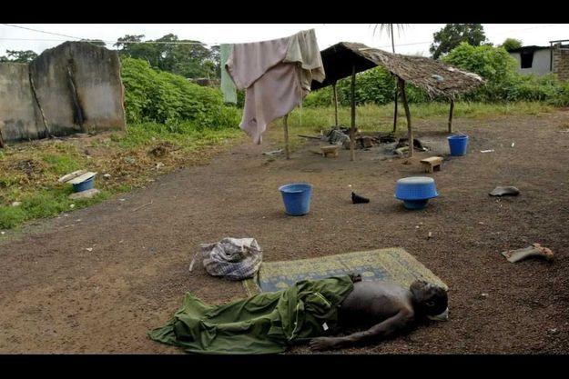 Un homme tué à Duékoué lors de la tuerie en 2005.