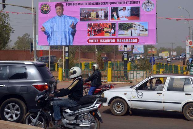 Une affiche de campagne du président sortant Mahamadou Issoufou.
