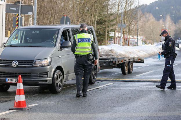 Contrôle de la police allemande à la frontière avec la République tchèque, le 24 février 2021 (image d'illustration).