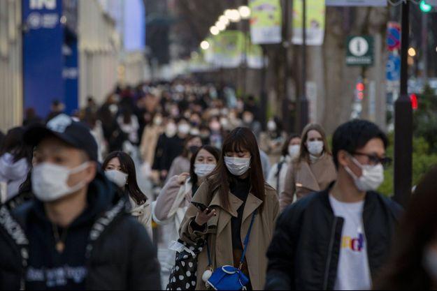 Dans une rue de Tokyo, le 28 février 2020.