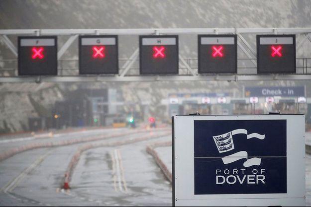 Le trafic est fermé au port de Douvres.