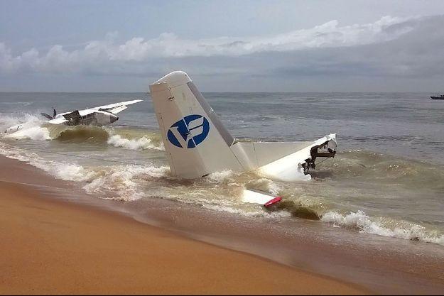 Une image de l'appareil qui s'est écrasé samedi près d'Abidjan, en Côte d'Ivoire.